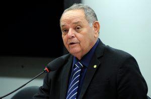 Ex-secretário de educação do AM é condenado por dispensa ilegal de licitação