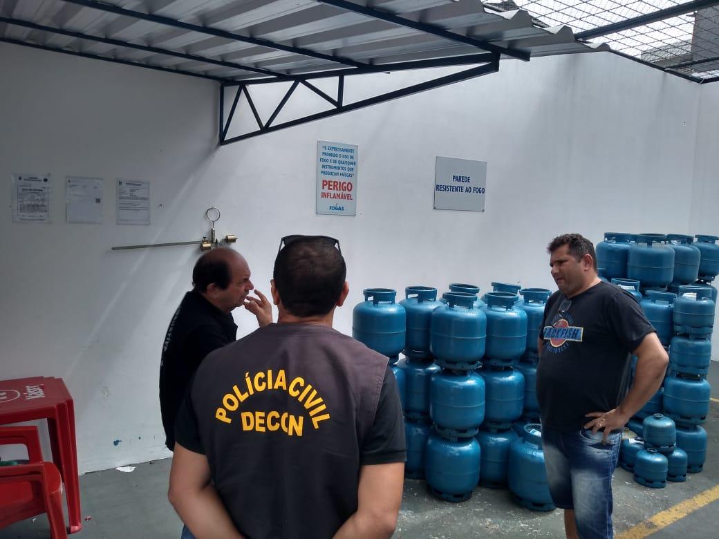 """Operação """"Gás Seguro"""" averigua denúncias de irregularidades em distribuidoras de gás no bairro Centro"""