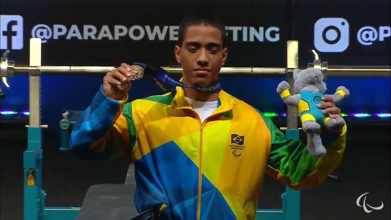Com quebra de recorde das Américas, paratleta amazonense conquistou o bicampeonato mundial de halterofilismo