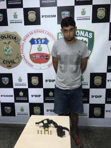 Preso com arma e munições homem procurado por roubo no bairro Gilberto Mestrinho