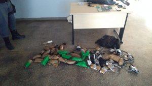 Polícia apreende corda lançada para dentro de presídio com drogas e celulares, em Manaus