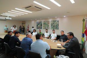 Wilson Lima recebe jogadores do Manaus Futebol Clube, que vão disputar a série C em 2020