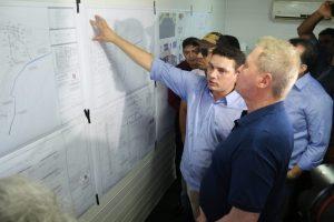 Prefeito Arthur Neto visita obras de residencial popular na BR-174