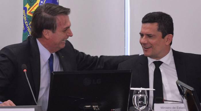 Bolsonaro discute com Moro investigação sobre candidaturas de laranjas