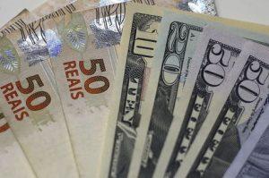 Votação da Reforma faz dólar cair