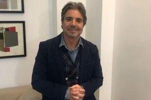 João Kleber revela que foi 'adotado' por Helô Pinheiro aos 17 anos