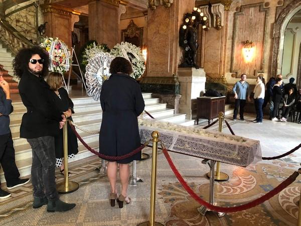 Aberto ao público, velório de João Gilberto é realizado no Theatro Municipal do Rio nesta segunda