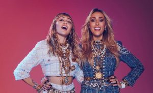 Miley Cyrus lança clipe de 'Mother's Daughter' com participação da mãe