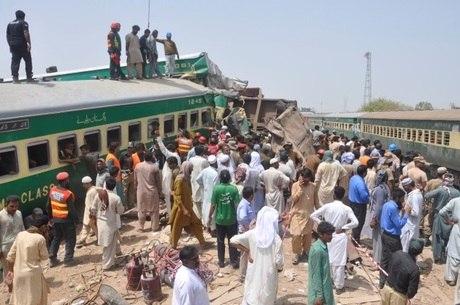 Acidente de trem deixa pelo menos 20 mortos e 80 feridos no Paquistão