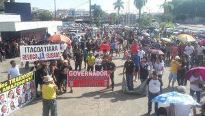 Servidores do AM protestam contra congelamento de salários