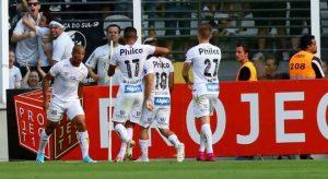 Santos vence o Avaí em casa e assume a liderança do Brasileirão