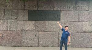 De férias nos EUA, Moro aparece em foto dizendo não ter medo