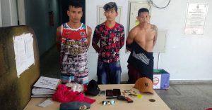 Homens são presos após tentarem assaltar ônibus e serem agredidos pela população, em Manaus
