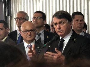 Bolsonaro garante que Governo Federal asfaltará a BR-319