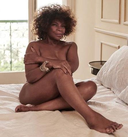 Aos 75 anos, Zezé Motta posa nua e diz: 'Sou capaz de me apaixonar por uma mulher'