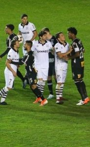 Zagueiro do Corinthians teria sofrido ofensas racistas durante jogo no Uruguai