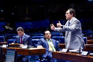 Presidente Bolsonaro inaugura projeto de energia solar idealizado por Eduardo no MME