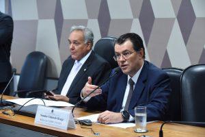 Eduardo cobra redução de tarifas e maior eficiência no setor de energia