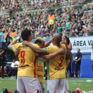 Brusque vence Manaus nos pênaltis e é campeão da Série D do Brasileirão
