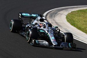 Lewis Hamilton ultrapassa Max Verstappen no fim e vence GP da Hungria