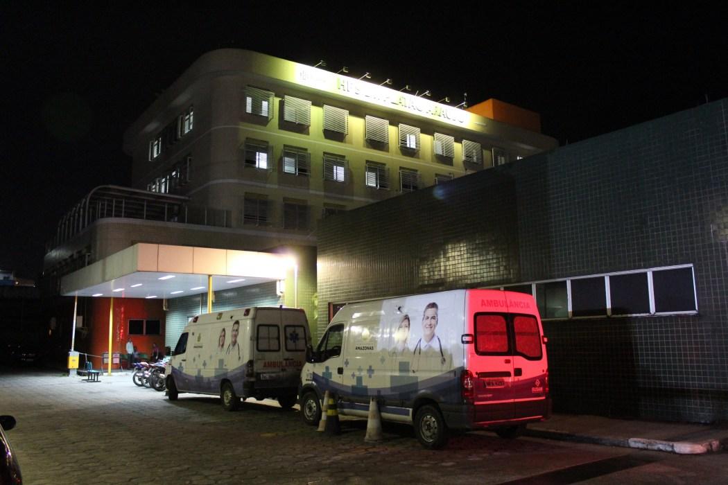 Servidores da Saúde protestam em frente ao hospital Platão Araújo contra salários atrasados, em Manaus