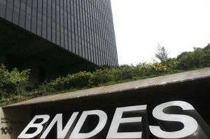 Huck, Claudia Leitte e Victor & Leo estão na lista de jatinhos do BNDES
