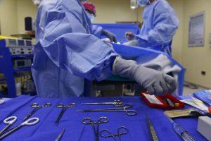 Cirurgiões do Amazonas paralisam serviços por atraso de salários
