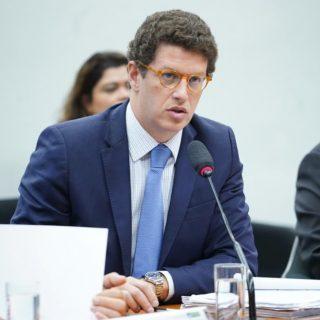 Ministro diz que dados sobre desmatamento na Amazônia são 'interpretações sensacionalistas'