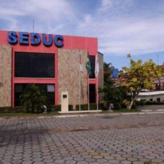 Sem pagar o 13º salário dos professores, a SEDUC contrata R$ 3,2 milhões em passagens aéreas