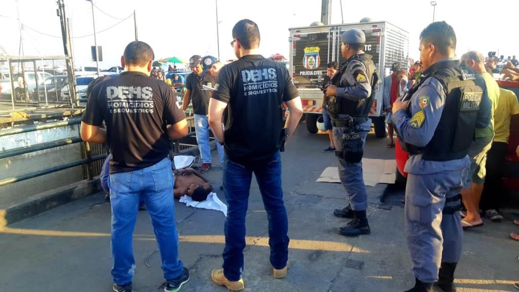 Homem é morto com tiro disparado por adolescente, no Centro de Manaus 1