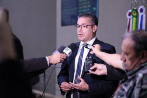 Deputado no AM propõe antecipação dos salários dos servidores do Estado