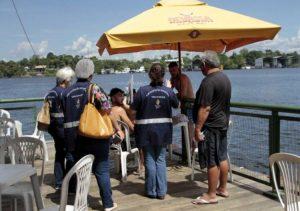 Em Manaus, flutuantes são alvo de fiscalização da Vigilância Sanitária