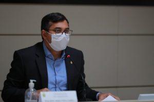 Governador do Amazonas anuncia pagamento da primeira parcela do 13º salário dos servidores para dias 25 e 26 deste mês