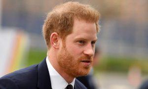 Príncipe Harry está sobrecarregado de culpa por estar no exterior durante a pandemia, diz livro