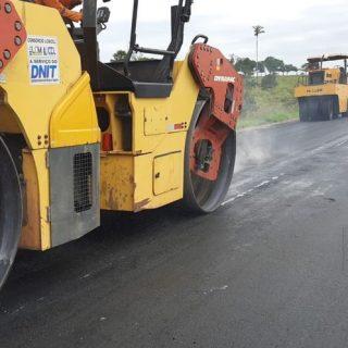 Dnit continua obras de restauração na BR-317/AC