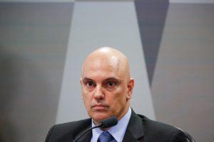 """Jornalista é preso por divulgar vídeo que mostra manifestantes gritando """"cabeça de ovo"""" para Ministro"""
