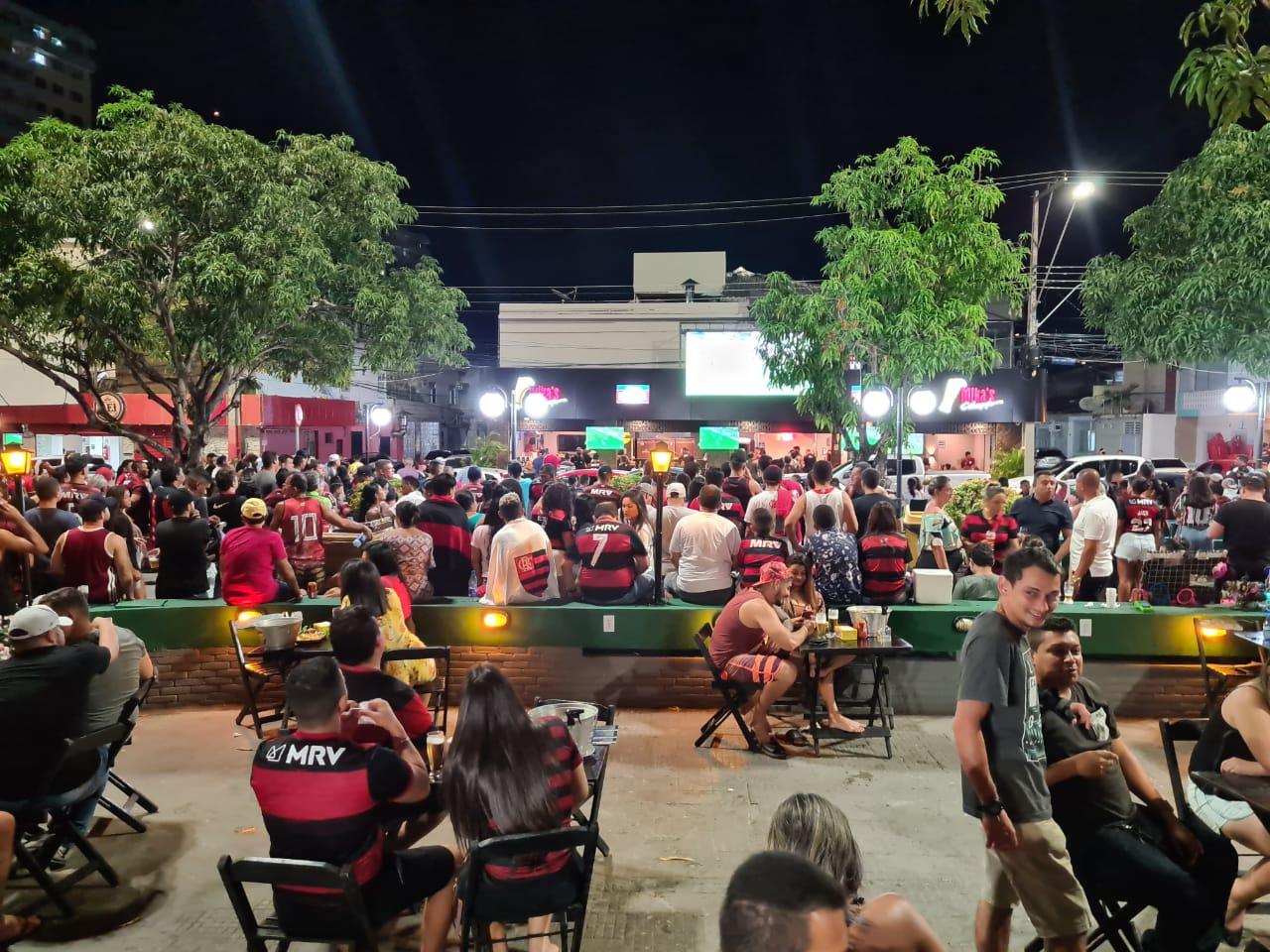 Urgente: polícia começa a fechar bares na praça do Eldorado
