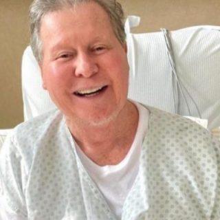 Após 29 dias internado com covid, prefeito de Manaus recebe alta de hospital em São Paulo
