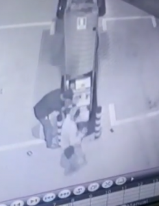 Artefato explosivo é usado em cofre de posto de gasolina em Manaus; Veja vídeo