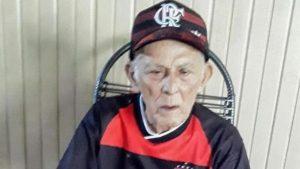 Idoso de 102 anos se recupera de Covid-19 e deixa hospital cantando hino do Flamengo