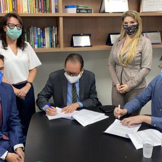 ESMAM e CPJUR assinam convênio para oferecer cursos de pós-graduação.