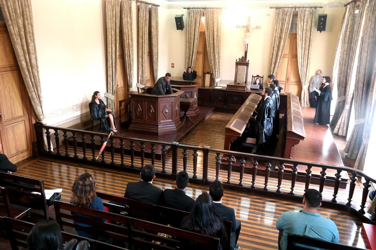 Curso de Direito da UEA recebe classificação de 5 estrelas do Selo IAE.