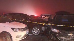Acidente envolvendo mais de 20 veículos deixa ao menos oito mortos no Paraná