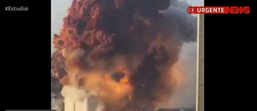 Grande explosão atinge área portuária de Beirute; governo cita 'alto número de feridos'.