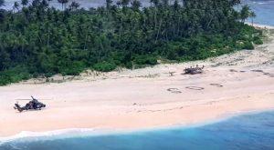 Homens são resgatados de ilha do Pacífico após escreverem 'SOS' na areia.