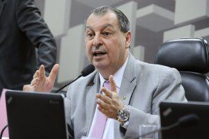 """""""Governo federal tem de dar auxílio emergencial"""", afirma Omar Aziz"""