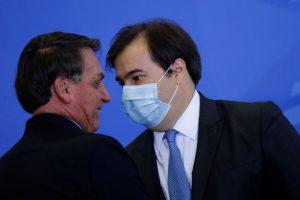 Maia ameaça dar aval para impeachment de Bolsonaro, dizem aliados
