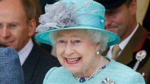 Rainha Elizabeth procura faxineira e oferece R$ 11 mil por mês
