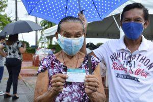 Prefeitura recomenda que idosos mantenham os cuidados contra a Covid-19 mesmo após receber a vacina