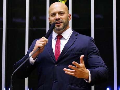 PGR denuncia ao STF deputado Daniel Silveira, preso em flagrante por crime inafiançável
